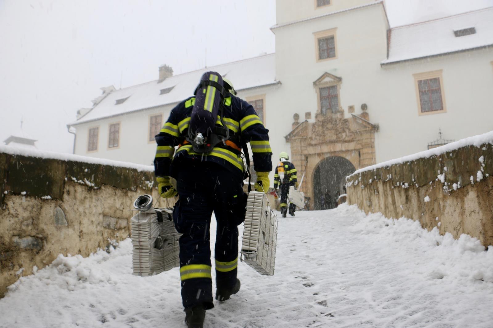 Na hradě Bouzov hořelo - naštěstí jen cvičně zdroj foto: HZS Olk