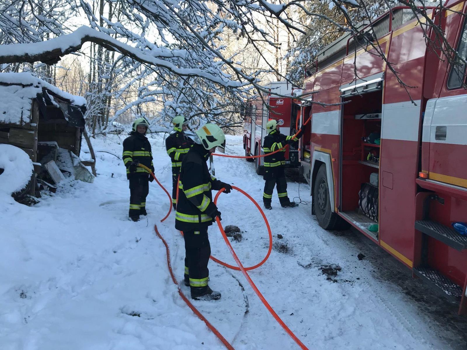 Malá Morava - zásah hasičů při požáru RD zdroj foto: HZS Olk
