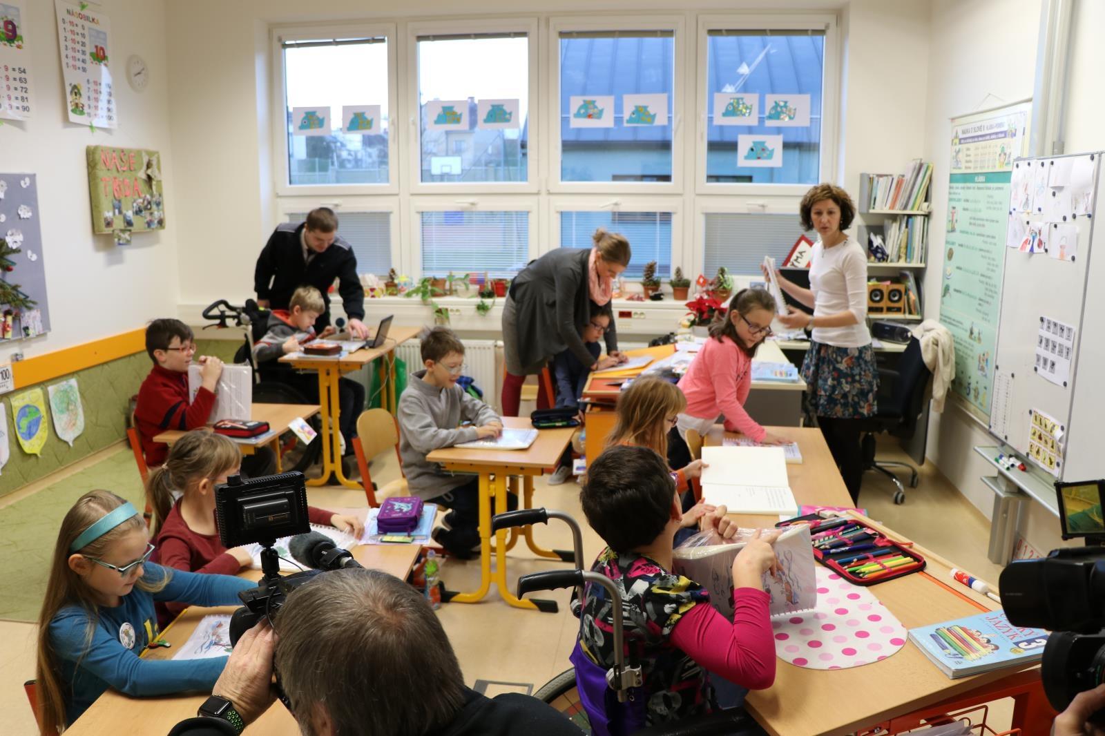 Hasiči Olomouckého kraje připravili publikaci pro slabozraké a nevidomé děti