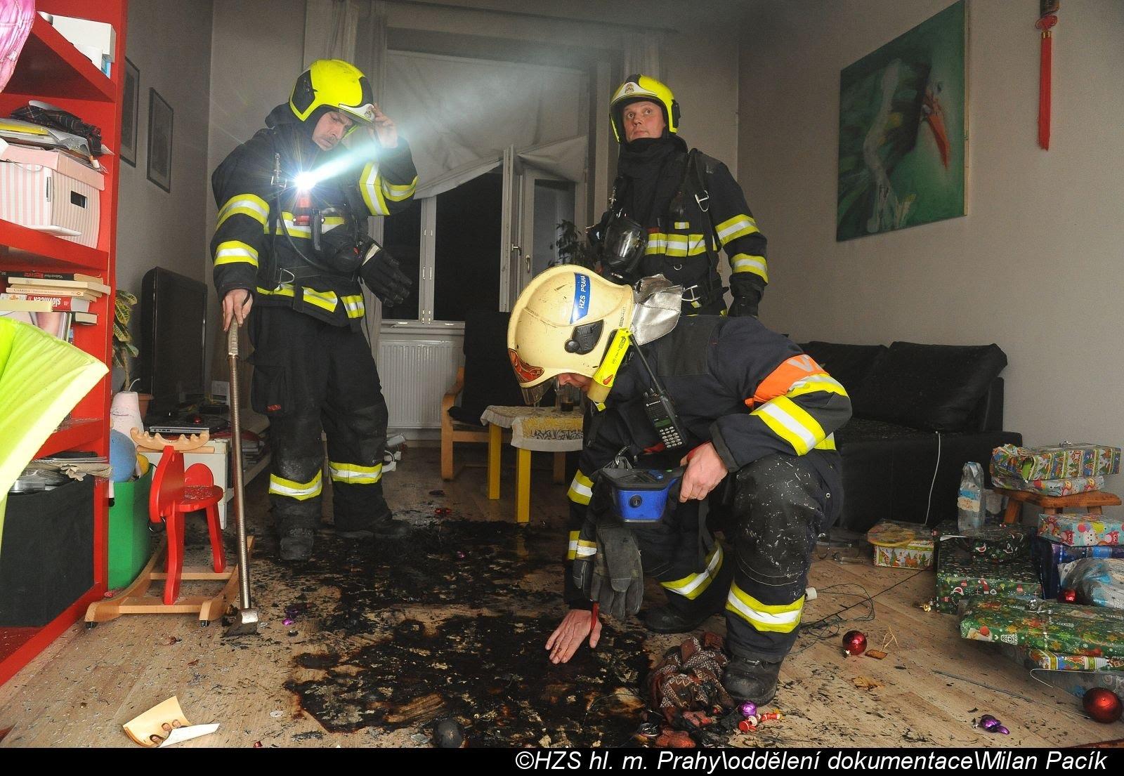 Praha - likvidace požáru zdroj foto: HZSP