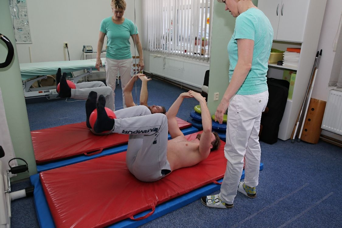 Mezi fyzioterapeutem a klientem je nezbytně nutné, aby se vytvořila spolupráce, kvůli dosažení žádaného výsledku foto: šumpersko.net - M. Jeřábek
