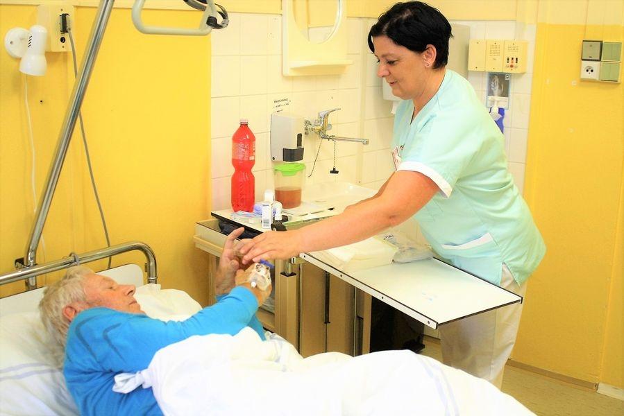 Nemocnice Šumperk v posledních dvou letech neustále rozšiřuje spektrum poskytované péče, také proto hledá nové zaměstnance v oblasti ošetřovatelské péče foto: Tereza Bulková - archiv NŠ