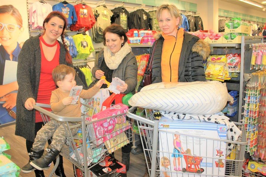 Na nákup do šumperského obchodu vyrazily sestřičky i s Terezou a jejím synem foto: Hana Hanke, Nemocnice Šumperk