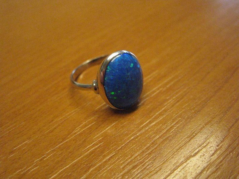 zlatý prsten s opalem