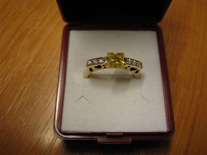 zlatý prsten s citrinem