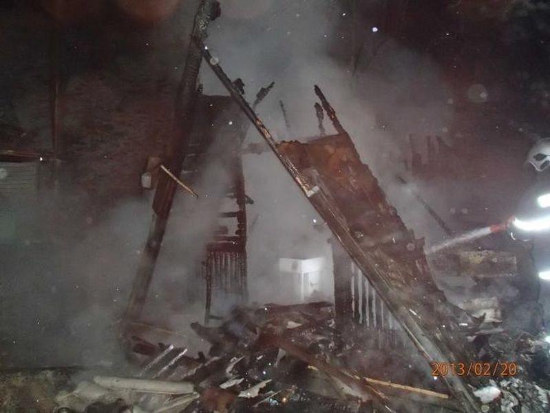 Chatka v lese nedaleko Nového Malína lehla popelem