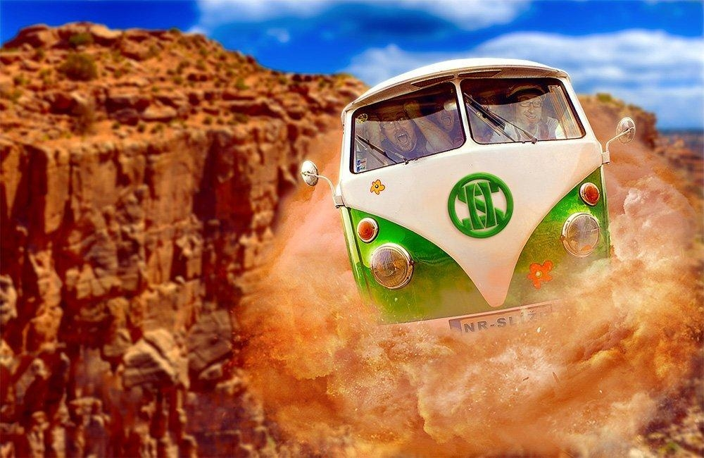 stařičký mikrobus VW, který dodnes symbolizuje 60. léta a éru hippies.