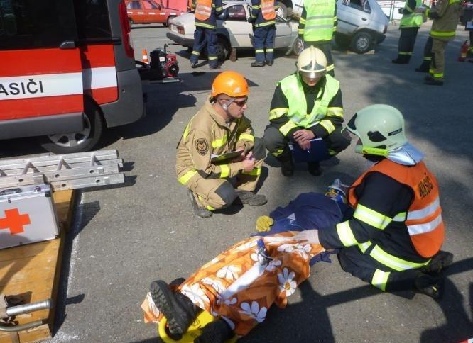 1 cvičení dobrovolných hasičů:foto:HZSOL,ÓU Šumperk