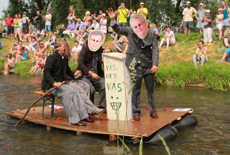 politici na vodě
