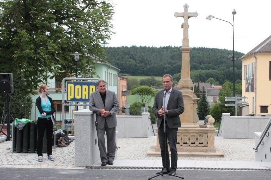 Bouzov: starosta Zdeněk Foltýn - hejtman Jiří Rozbořil