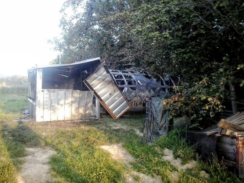 Požár plechové garáže v Mikulovicích