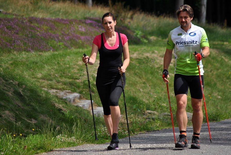 Vyzkoušet můžete také nordic walking s lázeňským instruktorem