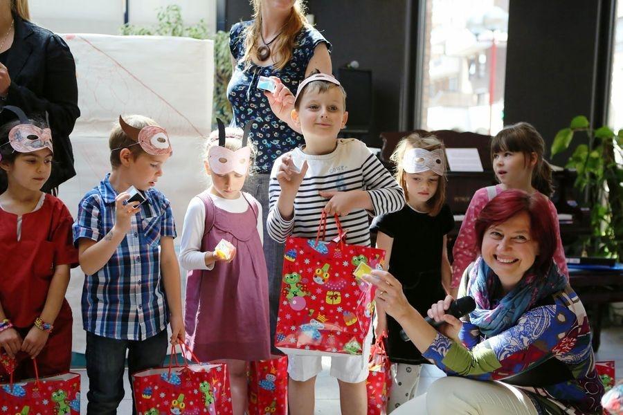 děti obdržely drobné dárky