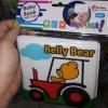 Plastová knížka Belly Bear není pro děti bezpečná