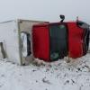 Nákladní vozidlo na Jesenicku se po nehodě převrátilo na bok