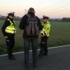 Policisté na Šumpersku rozdávali chodcům a cyklistům reflexní prvky