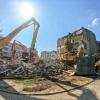 Začala demolice staré nemocniční budovy
