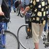 Zloděj kabelku seniorce v Mohelnici vytáhl z košíku jízdního kola